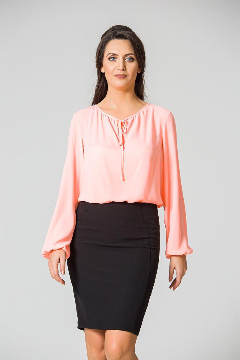 Bluza DAMES Black Friday din voal roz cu maneca lunga si snur la decolteu